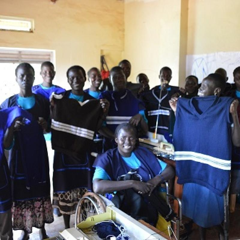 Weavers at Gulu People Disabled Union | VSO