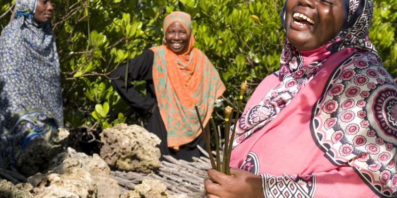 Laughing women in Zanzibar | VSO