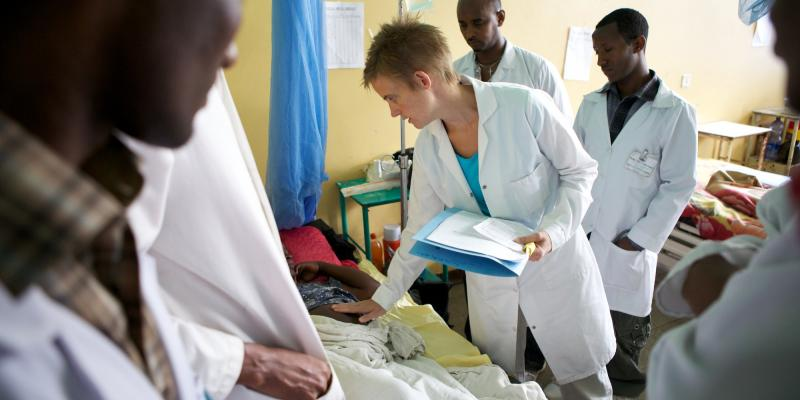 VSO volunteer doctor Kate Darlow on a ward round at Bahir Dah Hospital, Ethiopia, where she is working as an Obstetrician and Gynaecologist. Kate spends at least two mornings a week on ward rounds and is skill-sharing on a daily basis, discussing how pati