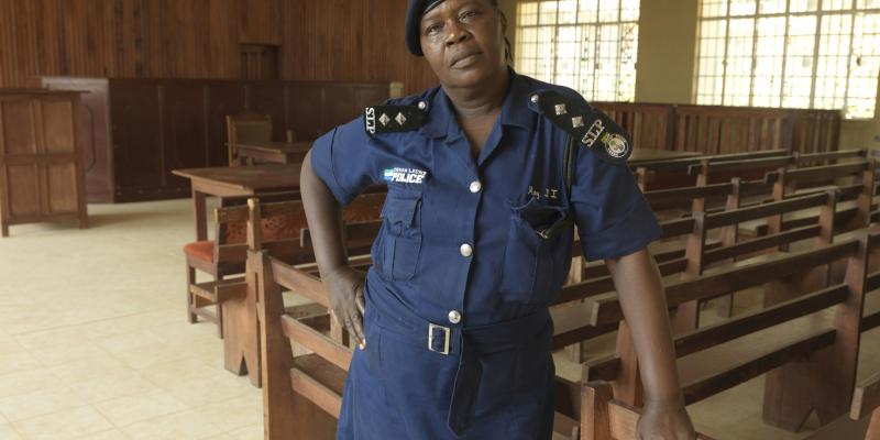 Police officer in a courtroom in Sierra Leone | VSO