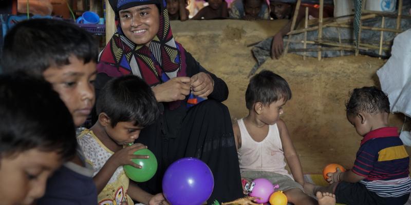 Rohingya mother and children