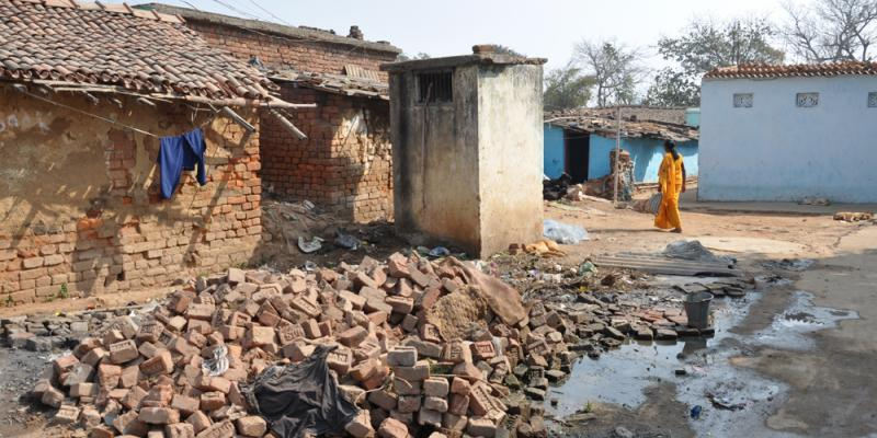 Woman walks through a slum of Ranchi, India | CSO