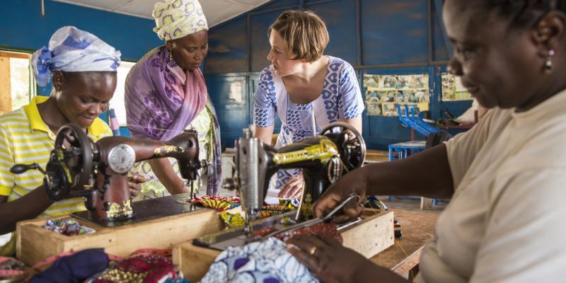 Stephanie Greenr interviewing Safia Alhassan Andani a womens group at Sagnarigu, Ghana