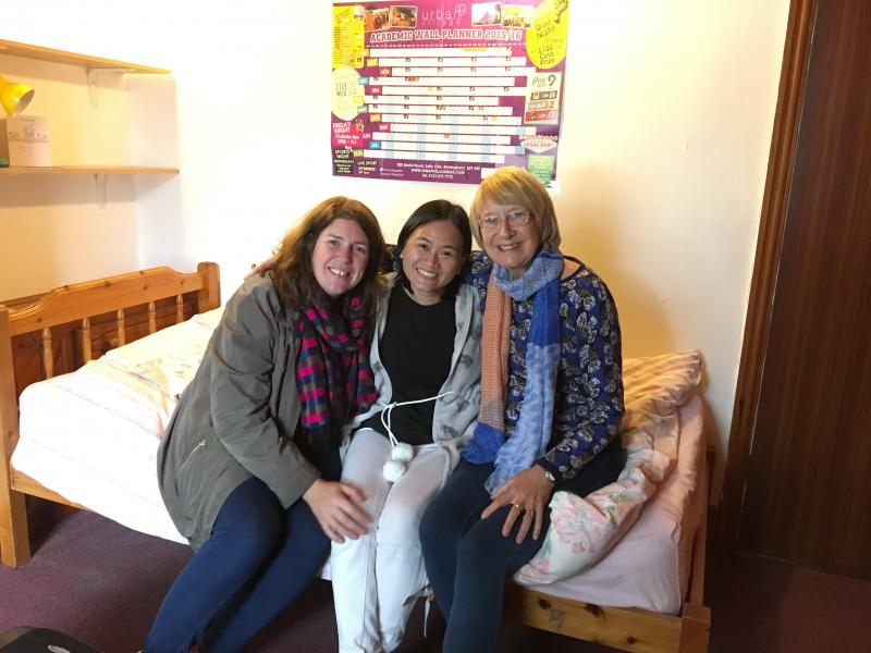 Marianne Simpson and Do Thi Hien in Birmingham University dorms