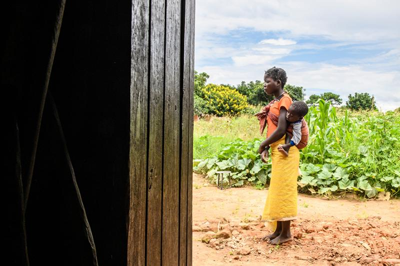 A teenage mother in rural Zambia | VSO