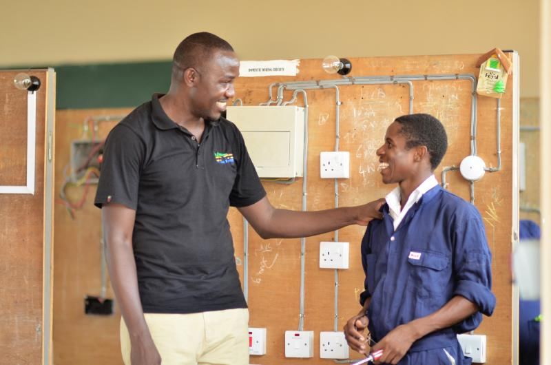 VSO volunteer Richard Asaku advises an electrical student