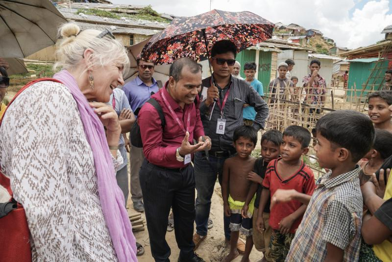 VSO volunteers with children in the Rohingya camps