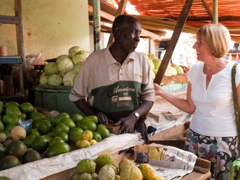 Buying food at Masindi market, Uganda | VSO