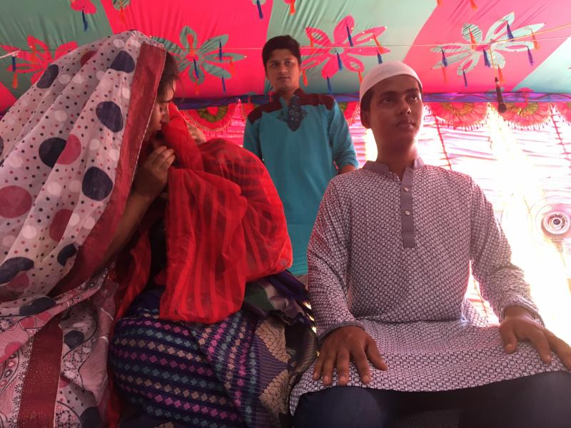 Participants perform a piece on the issue of child marriage in Parabatipur, Bangaldesh. Photo credit: Theatre for a Change