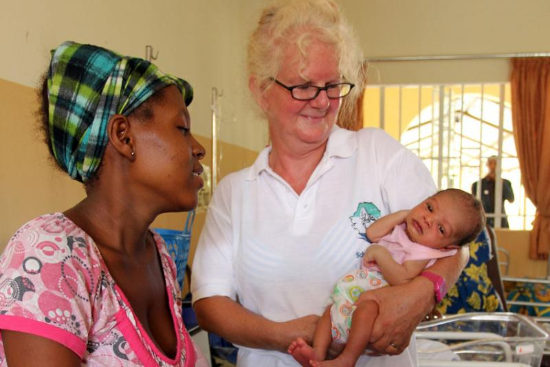 Alice Waterman teaches midwifery student Elizabeth Conteh at the Masuba School of Midwifery