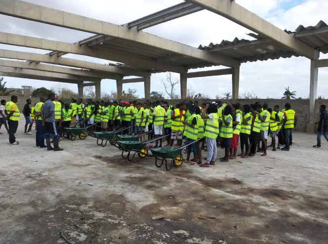 VSO trained volunteers gathered for a clear up mission